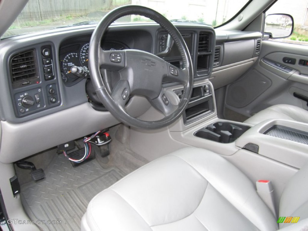 Gray dark charcoal interior 2005 chevrolet avalanche z71 for Dark grey interior