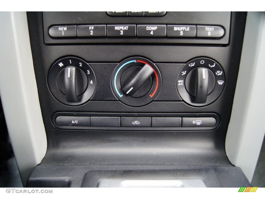 2006 Ford Mustang V6 Deluxe Convertible Controls Photos