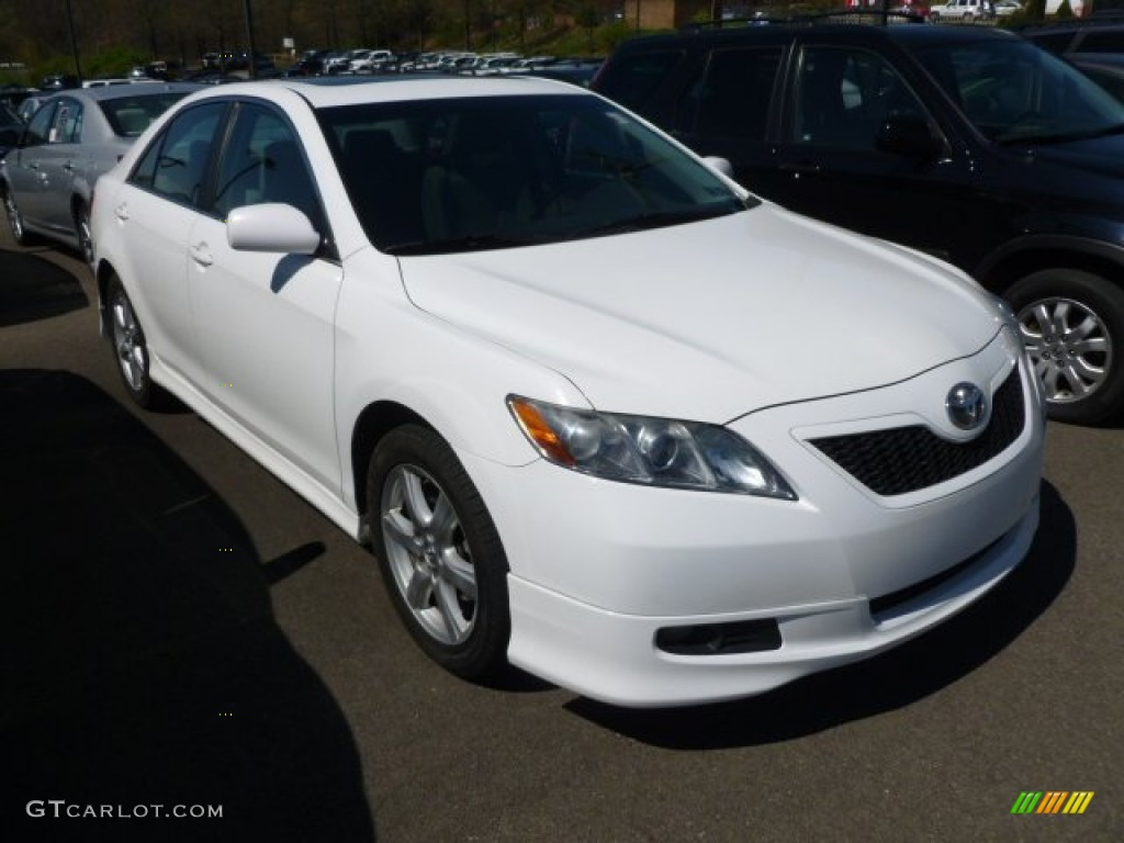 Charming 2008 Camry SE   Super White / Dark Charcoal Photo #1