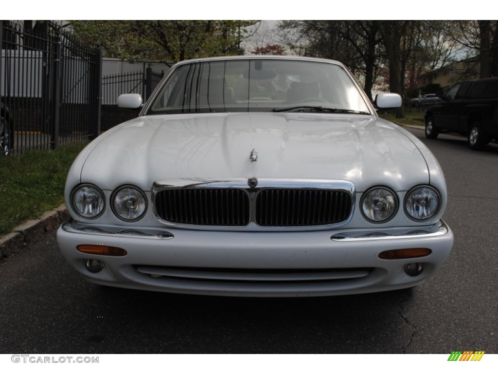 Spindrift white 2000 jaguar xj xj8 exterior photo for Jaguar xj exterior