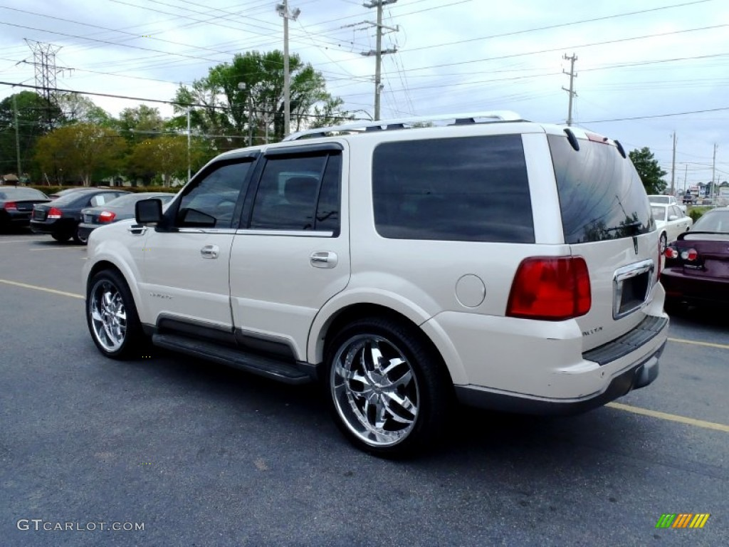 2004 oxford white lincoln navigator ultimate 4x4 63723678 photo 5 car color. Black Bedroom Furniture Sets. Home Design Ideas