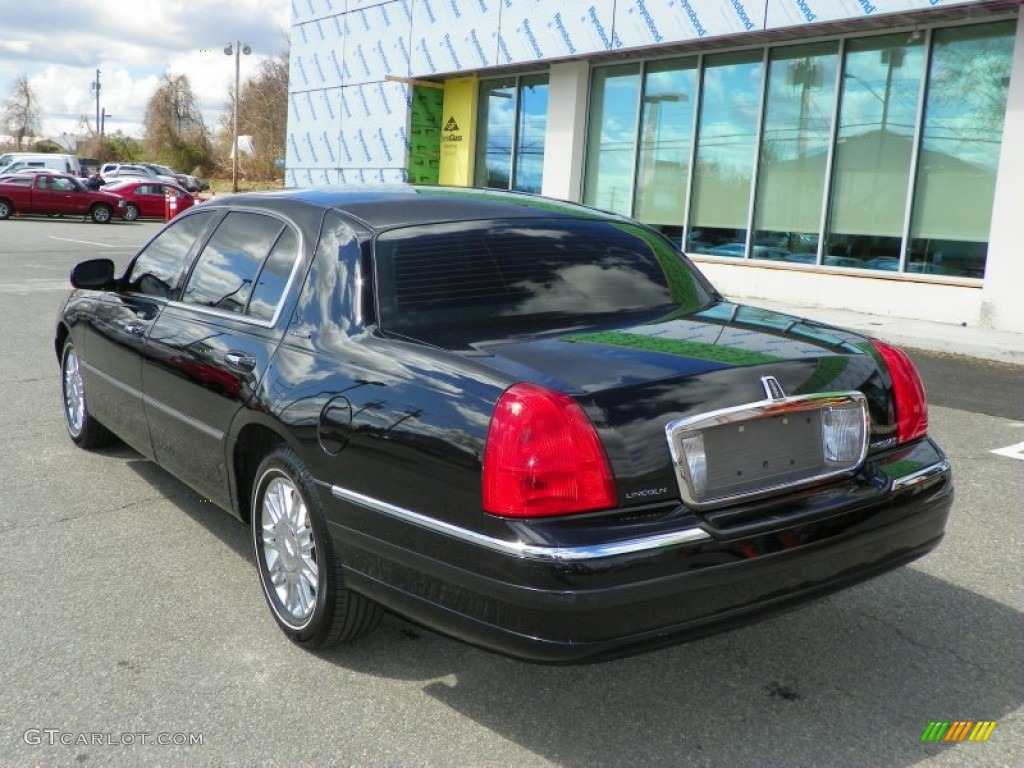 black 2009 lincoln town car executive l exterior photo. Black Bedroom Furniture Sets. Home Design Ideas