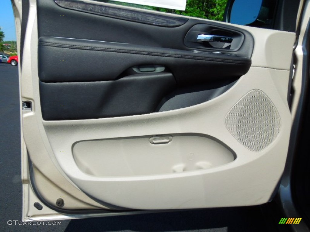2012 Dodge Grand Caravan Se Black Light Graystone Door Panel Photo 63911720