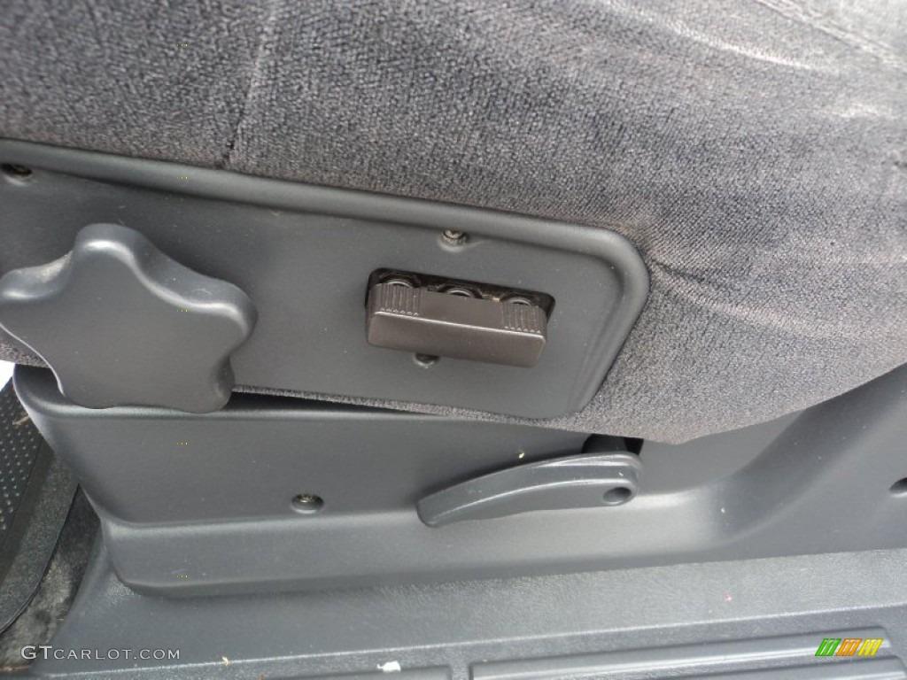 2002 Silverado 1500 LS Regular Cab 4x4 - Medium Charcoal Gray Metallic / Graphite Gray photo #18