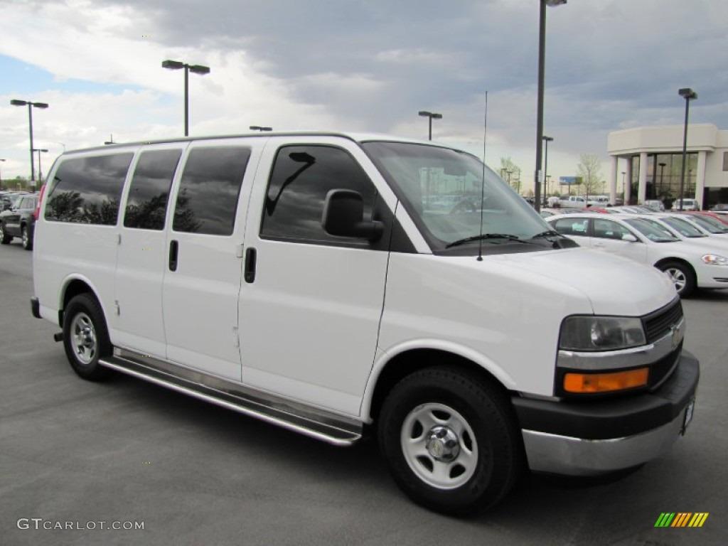 White Passenger Van 2005 Summit White Chev...