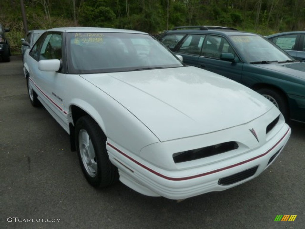 1995 bright white pontiac grand prix se coupe 64478715 gtcarlot com car color galleries gtcarlot com
