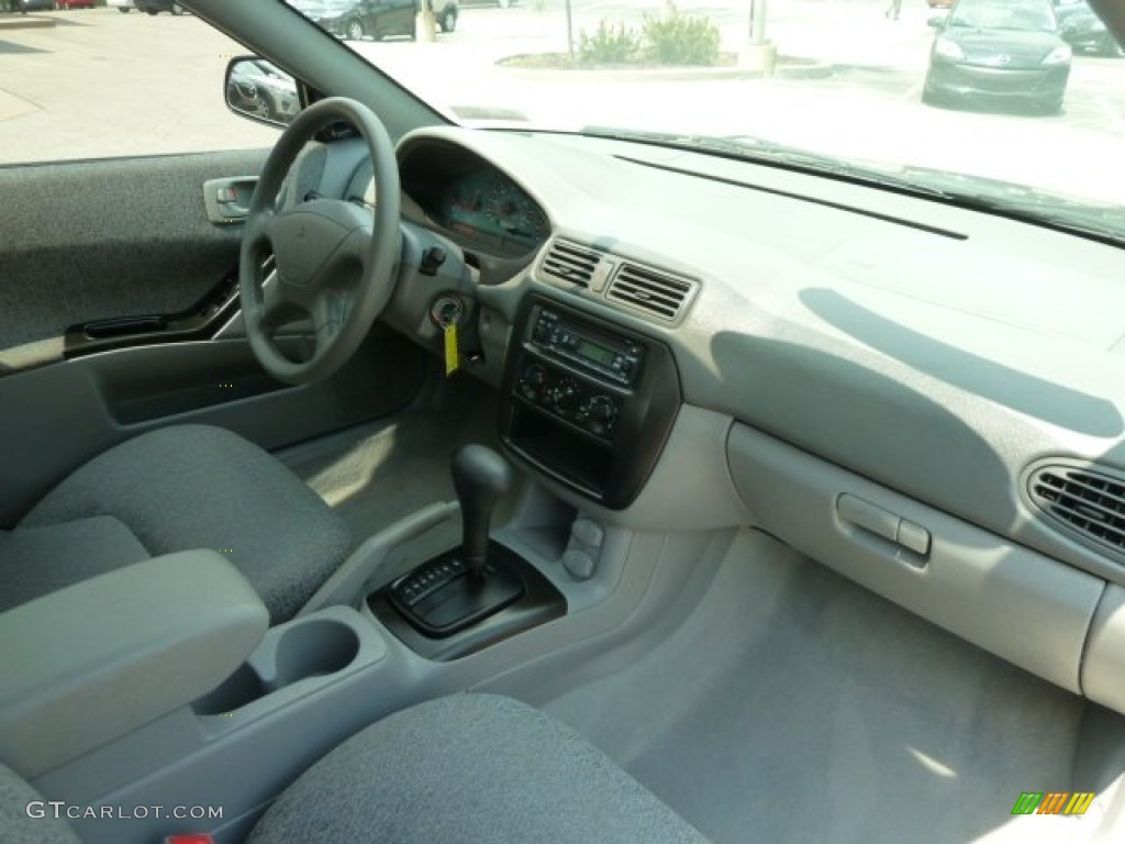 2003 Mitsubishi Galant DE Gray Dashboard Photo #64795860 | GTCarLot.com