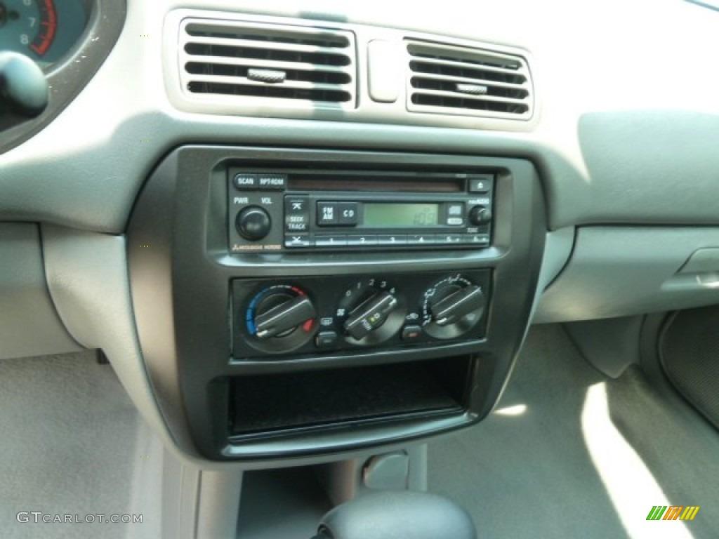 2003 Mitsubishi Galant DE Controls Photo #64795932 | GTCarLot.com