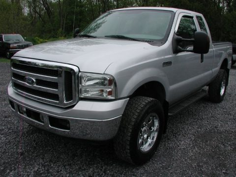 2005 Ford F350 Super Duty XLT SuperCab 4x4 Data, Info and Specs