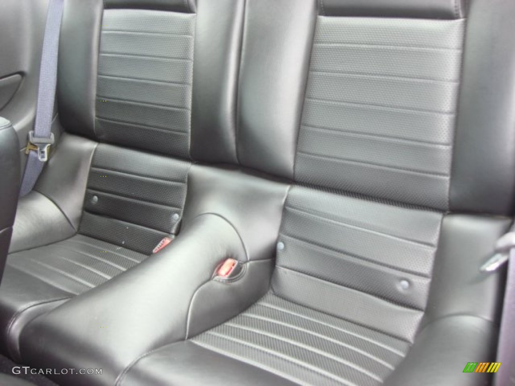 Dark Charcoal Interior 2006 Ford Mustang GT Premium Coupe Photo #65087324