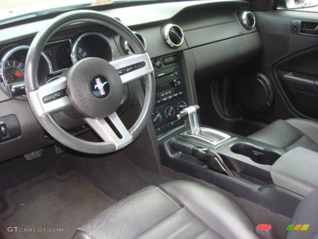 Dark Charcoal Interior 2006 Ford Mustang GT Premium Coupe Photo #65087333