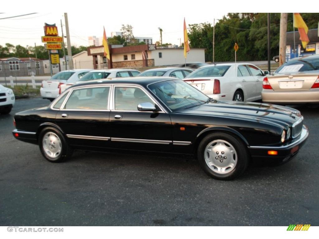 Black Jaguar XJ. Jaguar XJ Vanden Plas