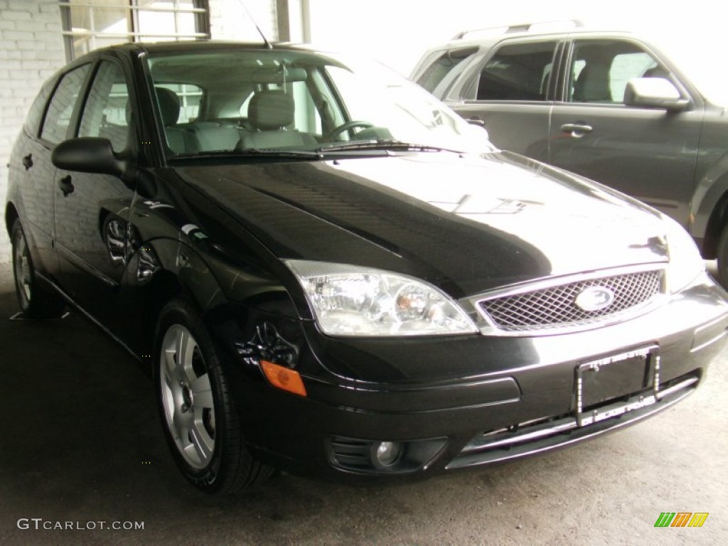 2005 Focus ZX5 SES Hatchback - Pitch Black / Charcoal/Charcoal photo #1