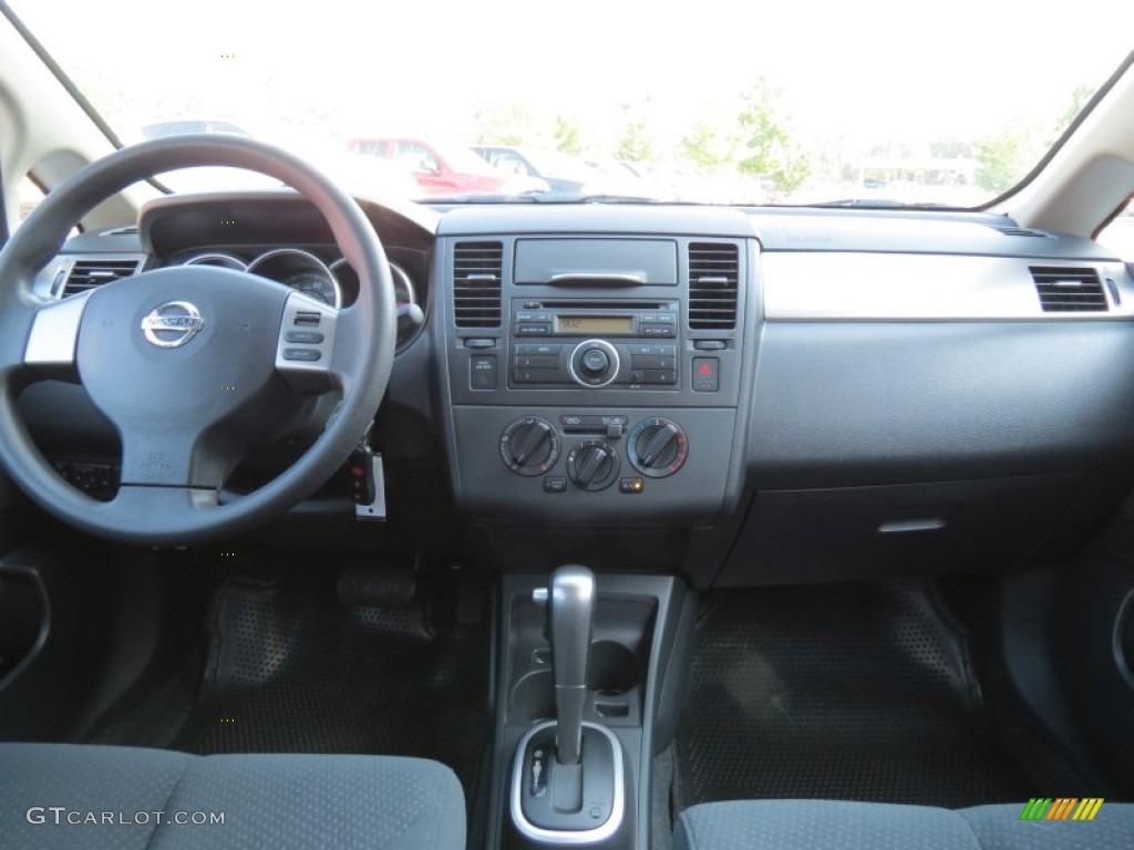 2011 Nissan Versa 1 8 S Hatchback Charcoal Dashboard Photo 65710739 Gtcarlot Com