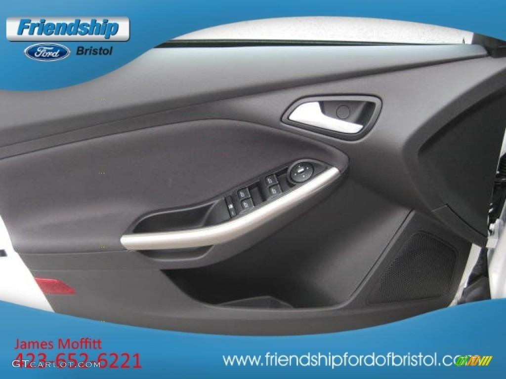 2012 Focus SEL Sedan - White Platinum Tricoat Metallic / Charcoal Black Leather photo #16