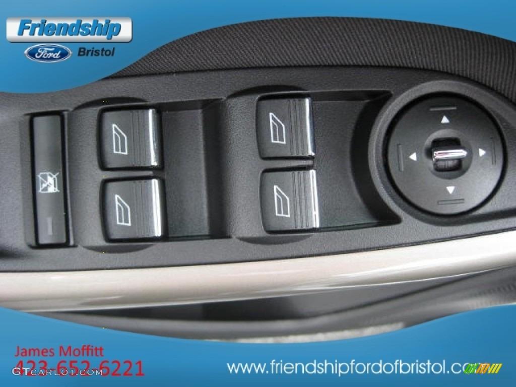 2012 Focus SEL Sedan - White Platinum Tricoat Metallic / Charcoal Black Leather photo #17