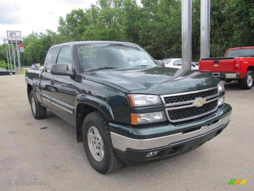 Dark Green Metallic 2006 Chevrolet Silverado 1500 Z71 Extended Cab 4x4 Exterior Photo #66129302
