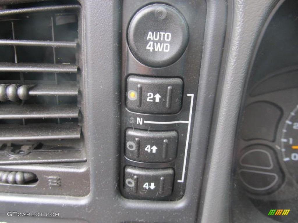 2006 Chevrolet Silverado 1500 Z71 Extended Cab 4x4 Controls Photo #66129371