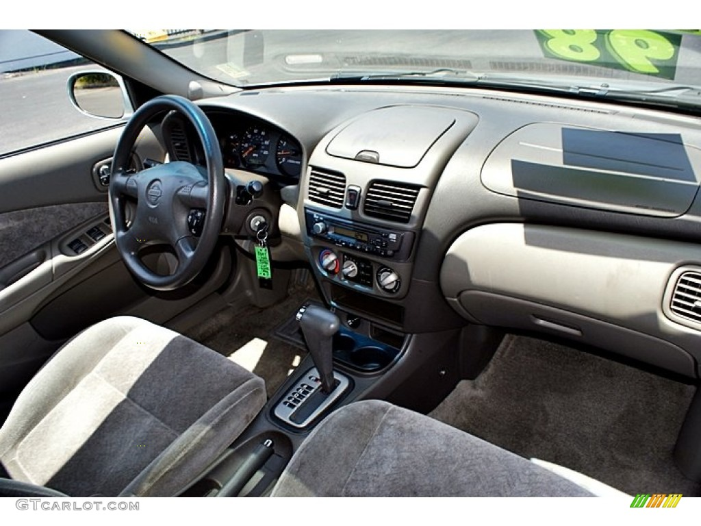 2002 Nissan Sentra GXE Interior Color Photos | GTCarLot.com