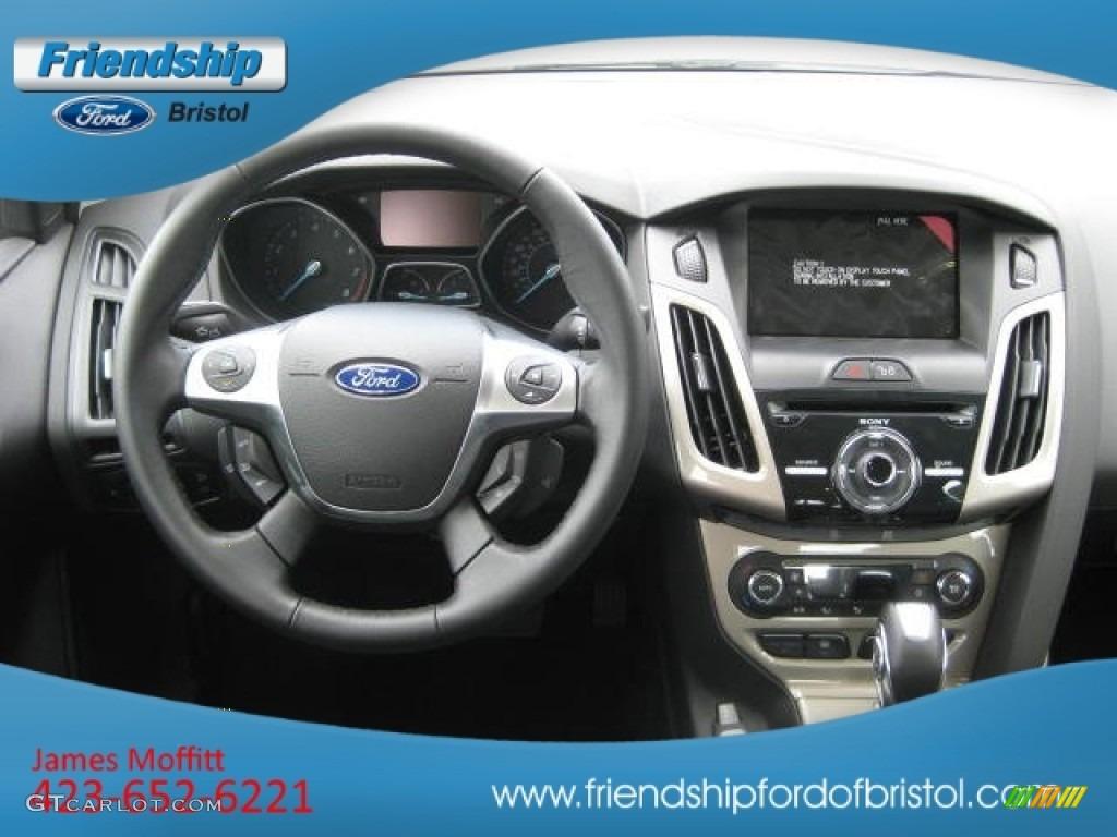 2012 Focus SEL Sedan - White Platinum Tricoat Metallic / Charcoal Black Leather photo #39