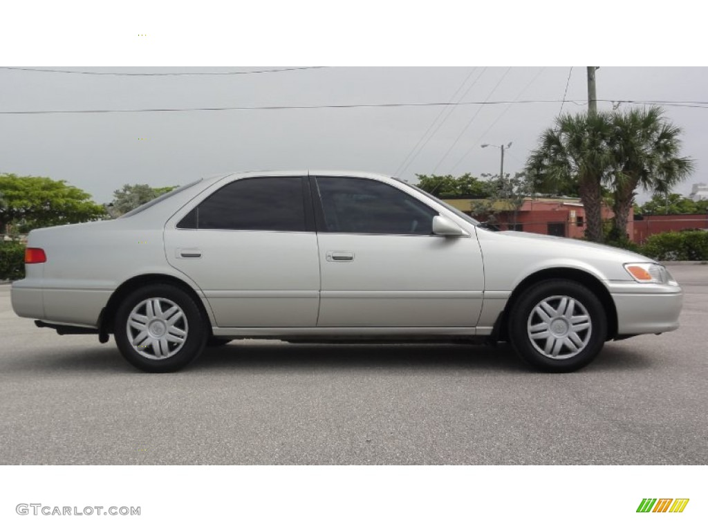 Lunar Mist Metallic 2000 Toyota Camry Le Exterior Photo