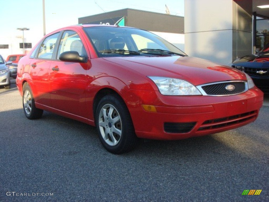 2005 Focus ZX4 S Sedan - Infra-Red / Dark Pebble/Light Pebble photo #1