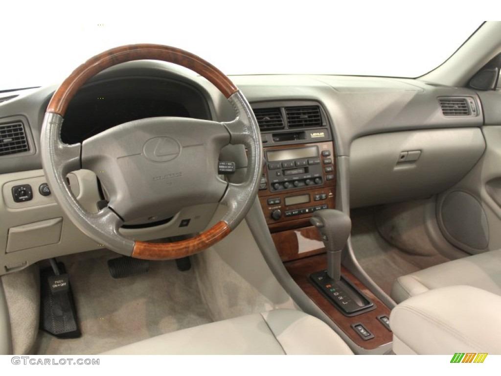 2001 Lexus ES300 Review