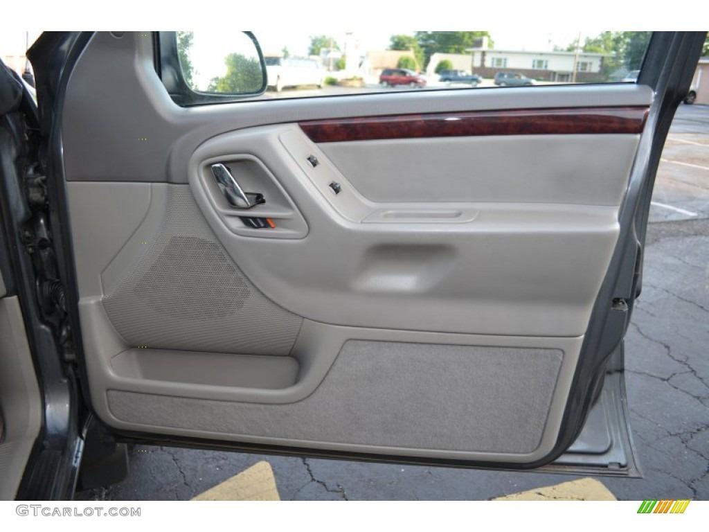 2004 Jeep Grand Cherokee Limited 4x4 Sandstone Door Panel Photo 66666803