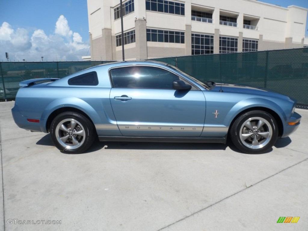 2006 Mustang V6 Premium Coupe - Windveil Blue Metallic / Light Parchment photo #2