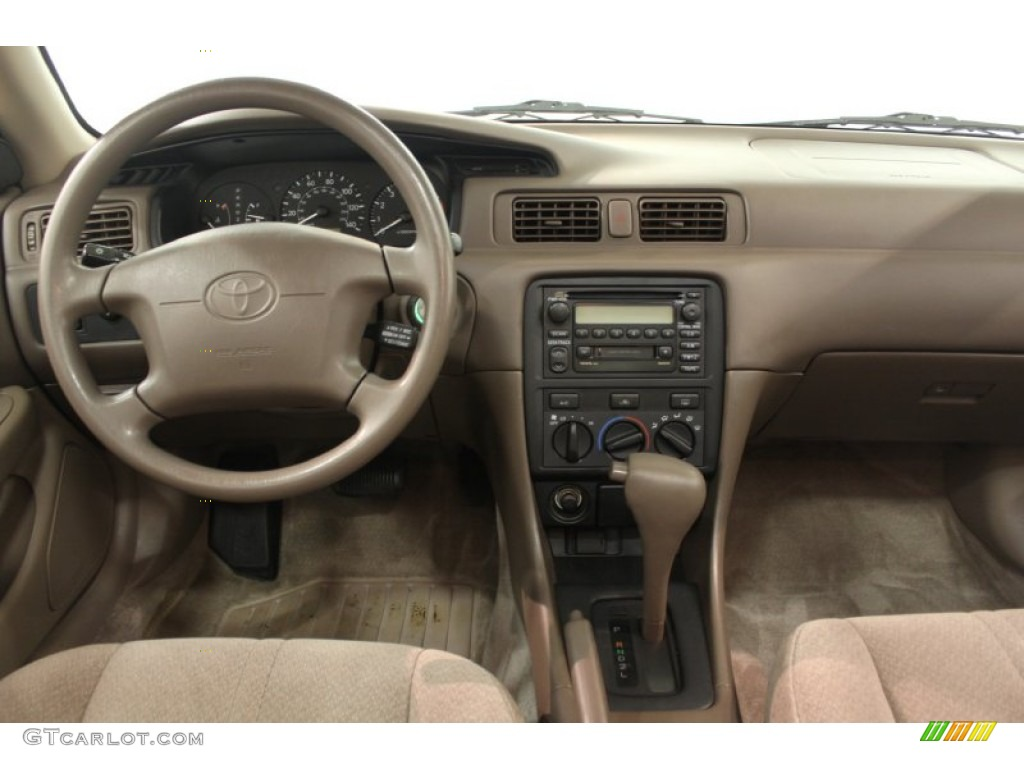 2000 Toyota Camry LE Oak Dashboard Photo #66730467 | GTCarLot.com