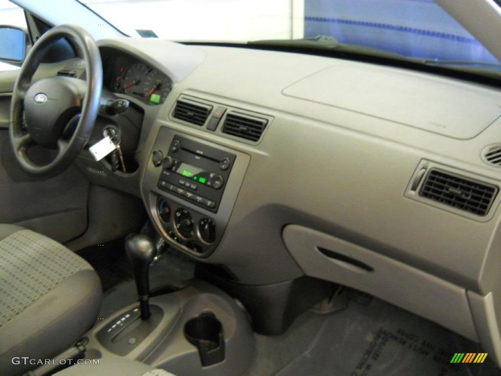 2005 Focus ZX4 SES Sedan - Pitch Black / Dark Flint/Light Flint photo #17