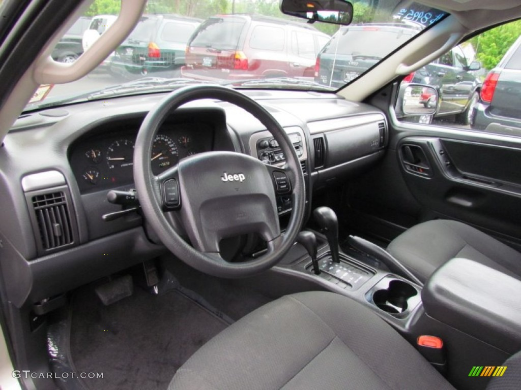 Dark slate gray interior 2004 jeep grand cherokee laredo for 2004 jeep grand cherokee interior