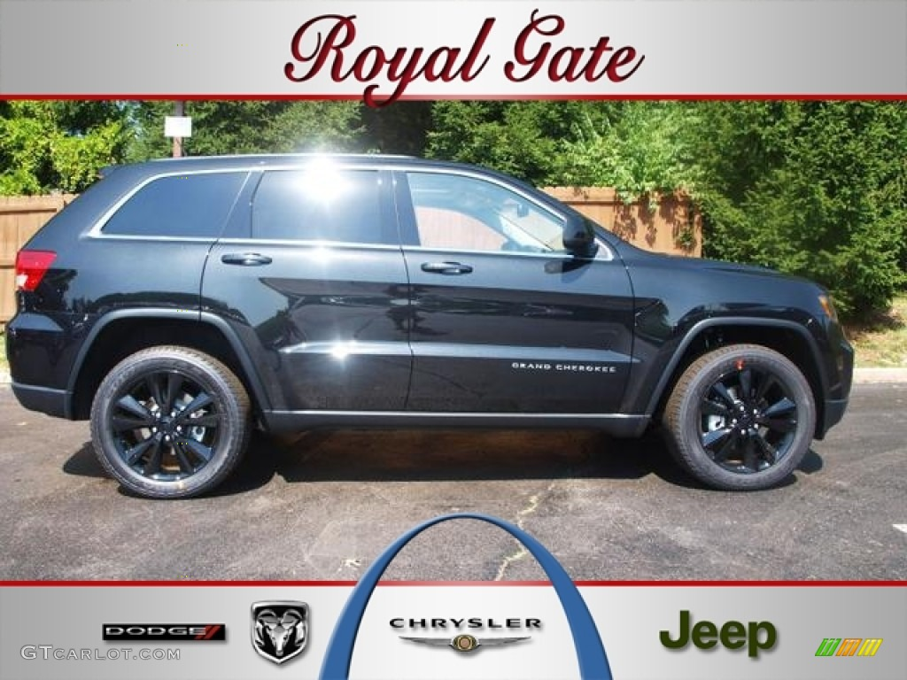 2012 Brilliant Black Crystal Pearl Jeep Grand Cherokee