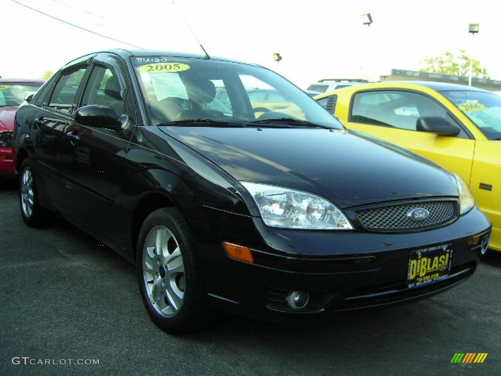2005 Focus ZX4 ST Sedan - Pitch Black / Charcoal/Charcoal photo #3