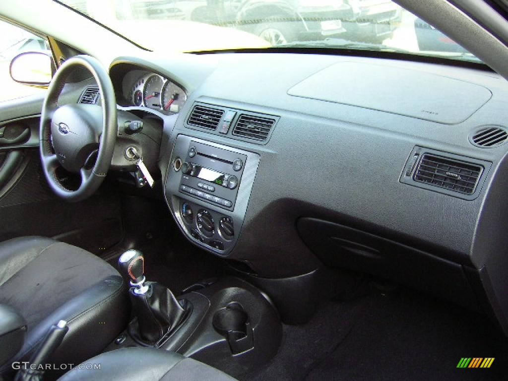 2005 Focus ZX4 ST Sedan - Pitch Black / Charcoal/Charcoal photo #6