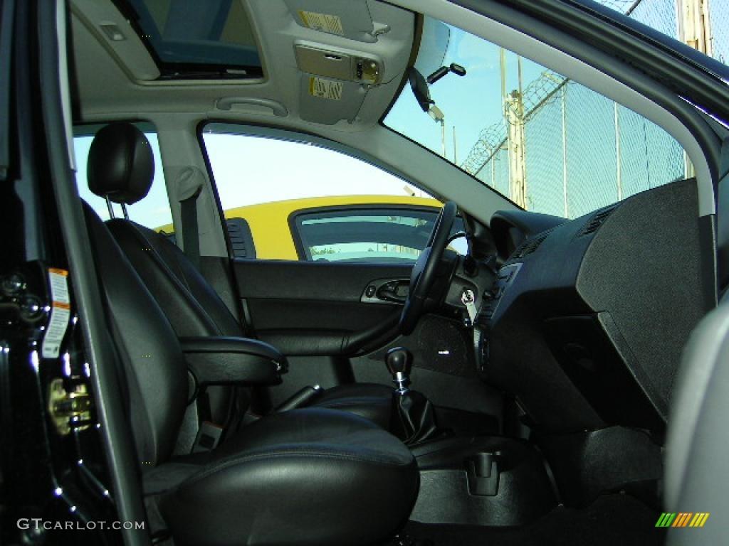 2005 Focus ZX4 ST Sedan - Pitch Black / Charcoal/Charcoal photo #9