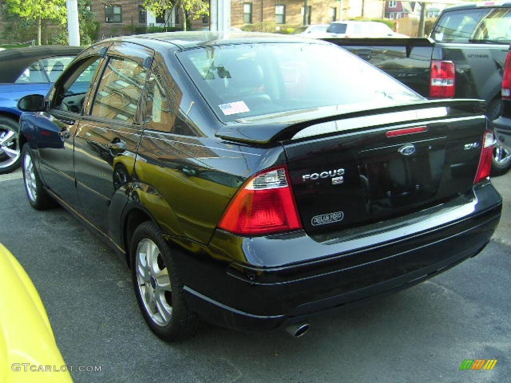 2005 Focus ZX4 ST Sedan - Pitch Black / Charcoal/Charcoal photo #20