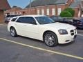 Cool Vanilla White 2005 Dodge Magnum SE