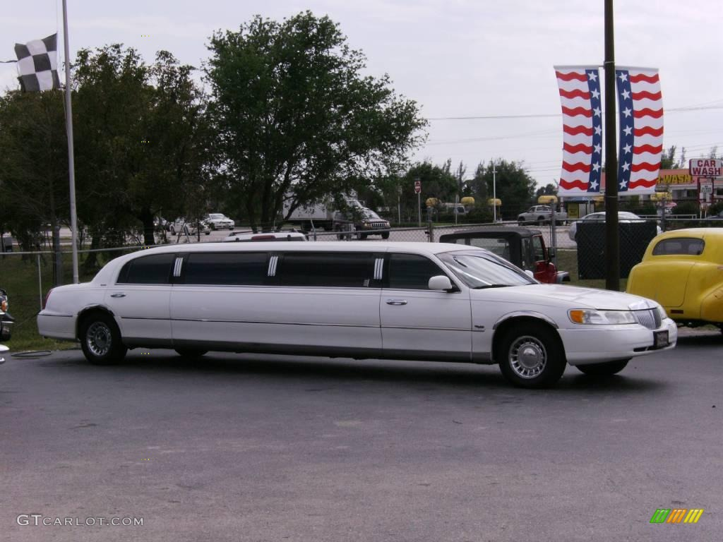 2001 Vibrant White Lincoln Town Car Dabryan Limousine 6562444 Photo