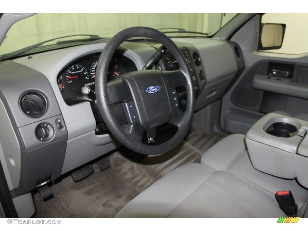 2006 Ford F150 STX Regular Cab Interior Photo #67160273