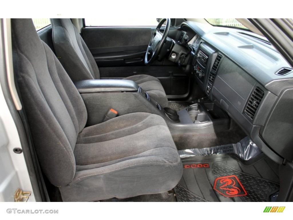 on 2000 Dodge Dakota Club Cab