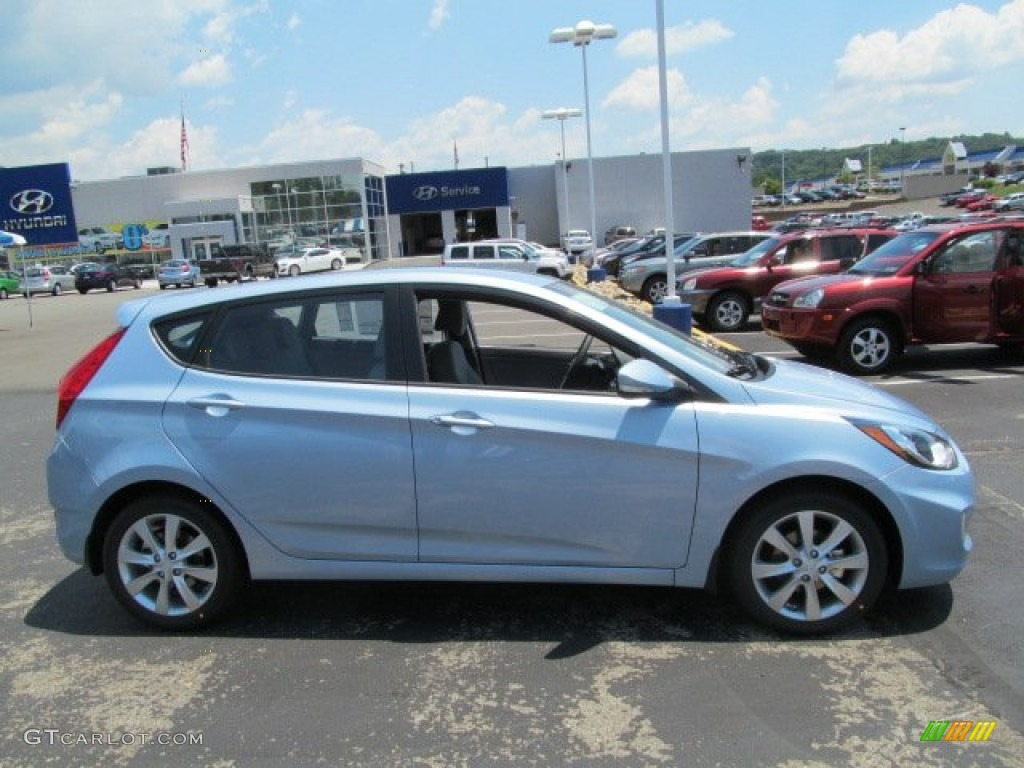 Clearwater Blue 2013 Hyundai Accent Se 5 Door Exterior Photo 67549428 Gtcarlot Com