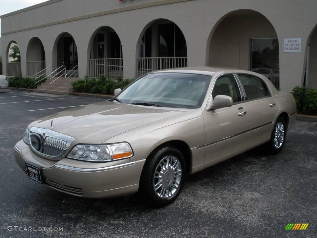 lincoln town car designer 2006
