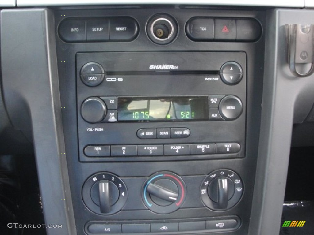 2006 Ford Mustang V6 Premium Coupe Audio System Photo #67816998