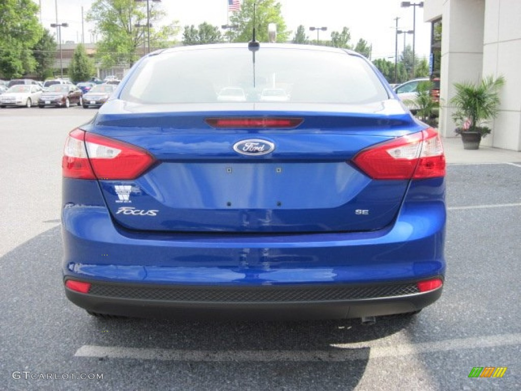 2012 Focus SE Sedan - Sonic Blue Metallic / Charcoal Black photo #4