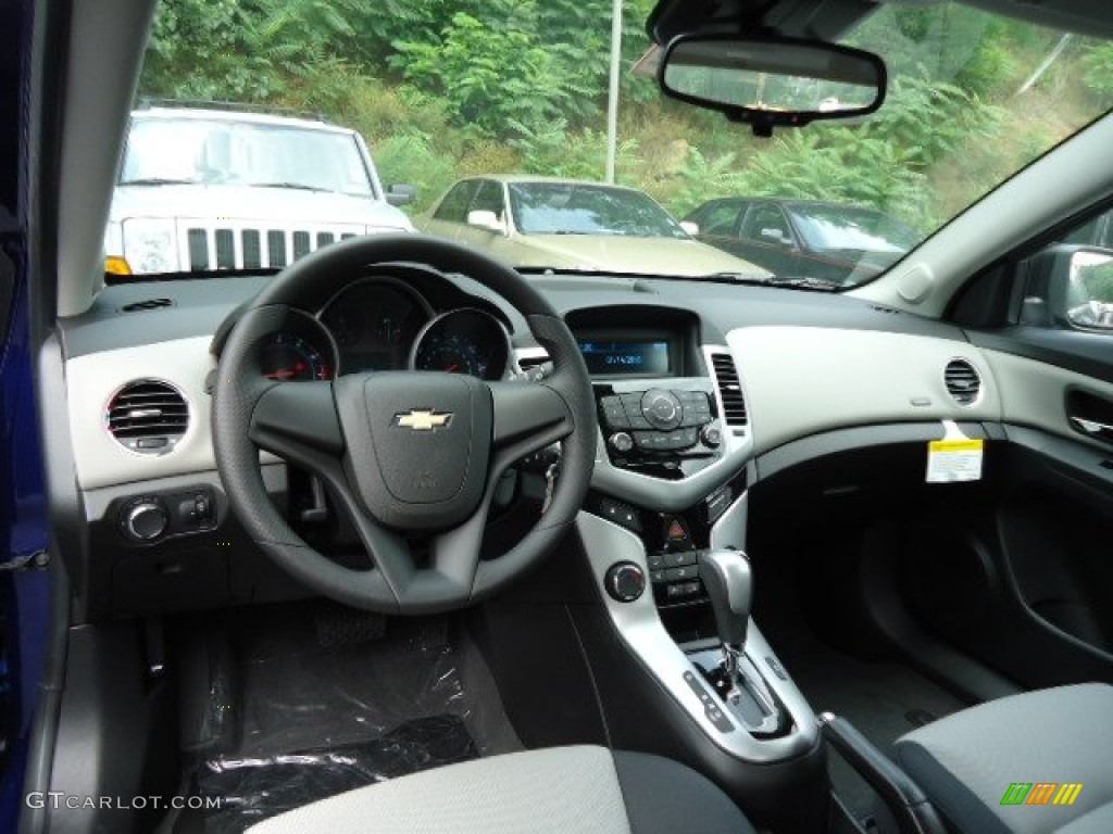 2012 Chevrolet Cruze LS Dashboard Photos