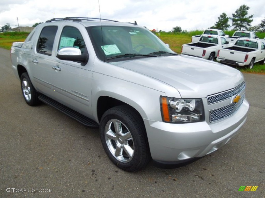 silver ice metallic 2013 chevrolet avalanche ltz 4x4 black diamond edition exterior photo. Black Bedroom Furniture Sets. Home Design Ideas