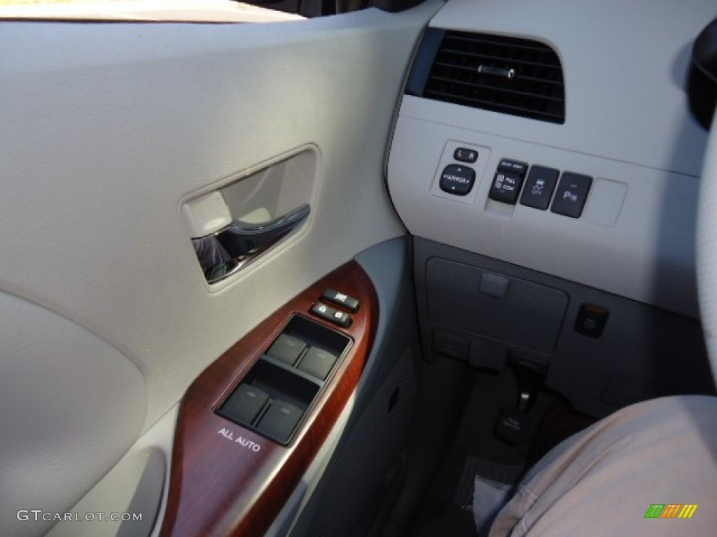 2012 Sienna XLE AWD - Silver Sky Metallic / Light Gray photo #25