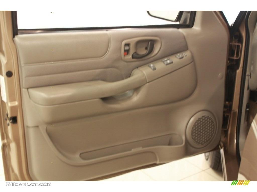 2003 chevrolet s10 ls extended cab door panel photos for Chevy s10 interior door panels
