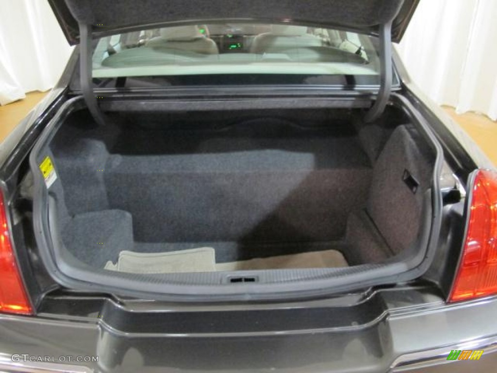 2005 lincoln town car sedan trunk photo 68249884. Black Bedroom Furniture Sets. Home Design Ideas